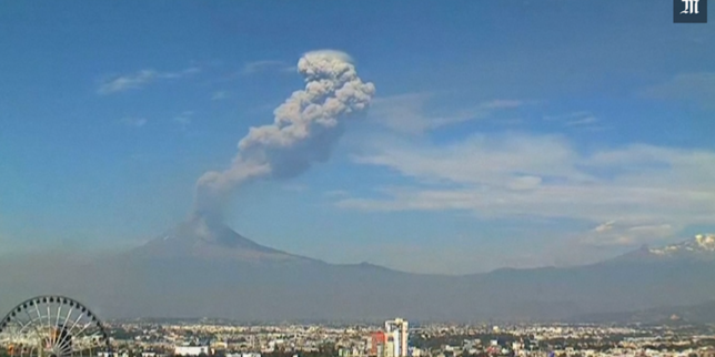 Mexique : impressionnante éruption du Popocatepetl