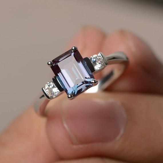 El anillo de alejandrita promete anillo de pistón de cumpleaños de junio anillo de piedras preciosas de corte esmeralda anillo de plata esterlina cambio de color piedras preciosas