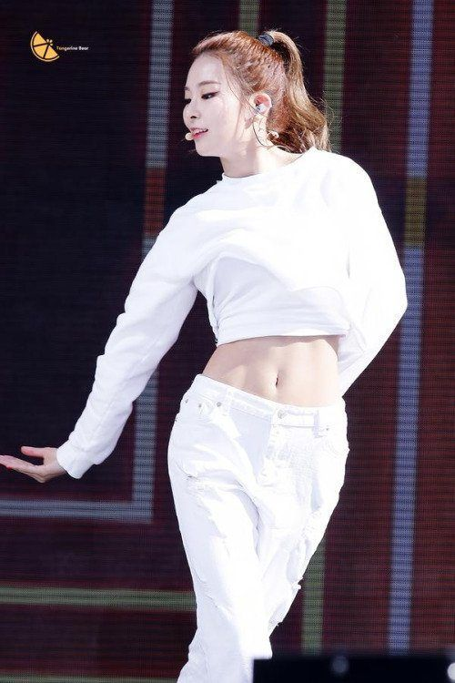 7 Female Idols With The Sexiest Abs In K Pop Koreaboo Red Velvet Seulgi Seulgi Girl Abs