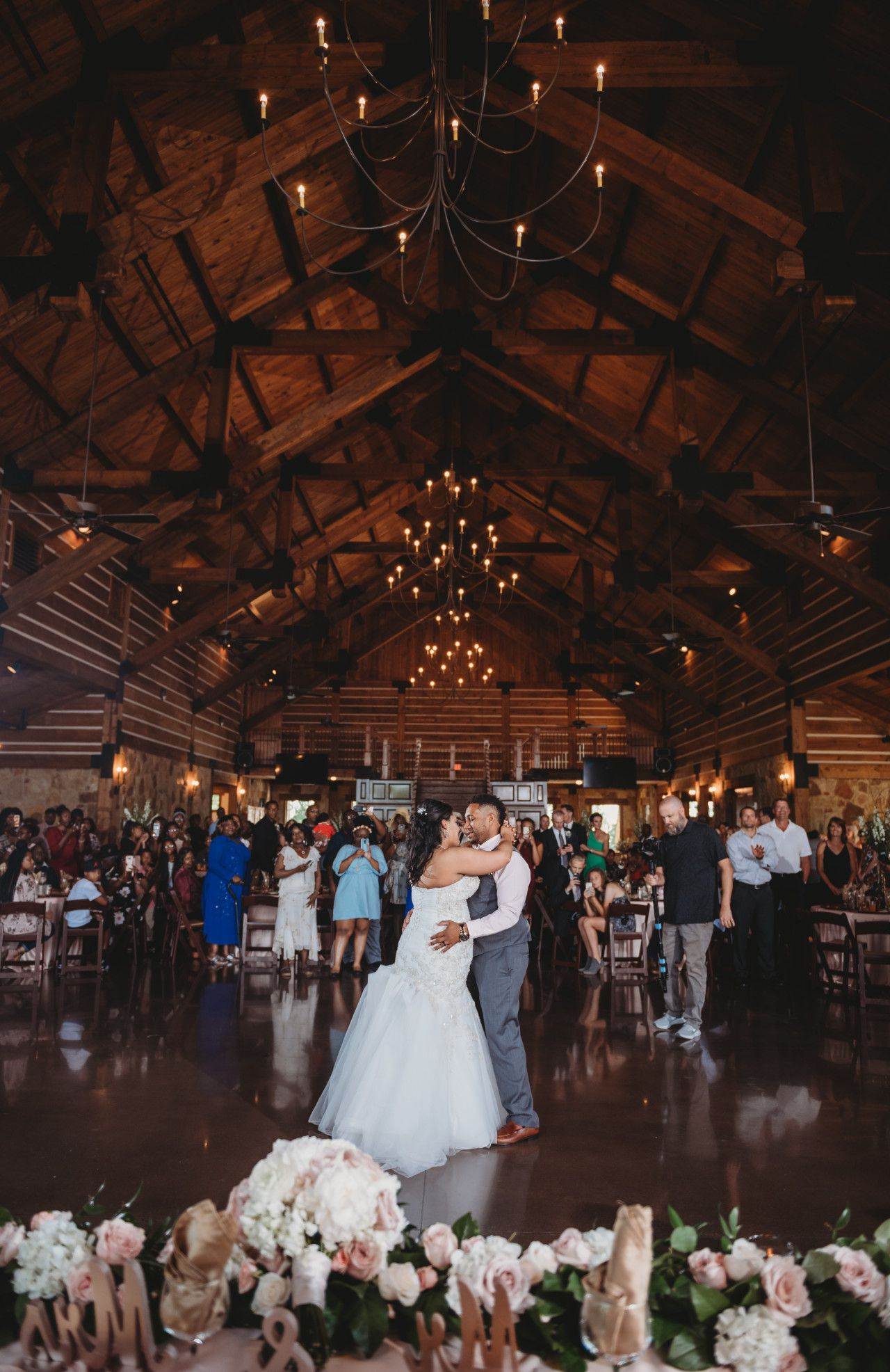 Best First Dance Wedding Photos Wedding Dance Best Wedding Venues In Dallas Tx Best Dfw Wedding Venues Dallas Wedding Reception Wedding Reception Hall