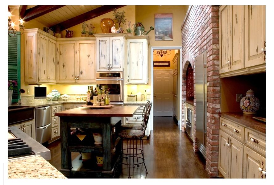 French Kitchen design with vaulted ceiling French