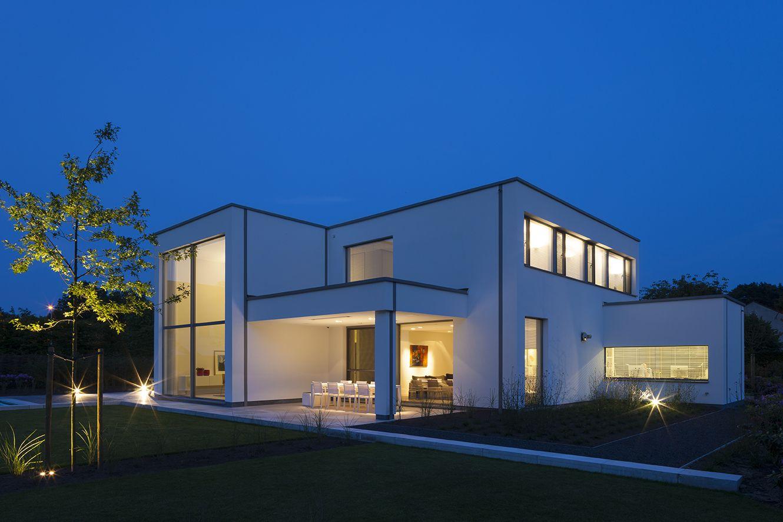 House Fotograferen van een moderne witte woning