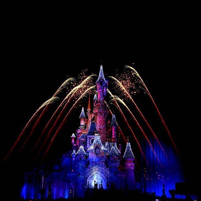 Fireworks and the Sleeping Beauty Castle during Disney Dreams of Christmas in Disneyland Paris DLP 'Le Château de la Belle au Bois Dormant'