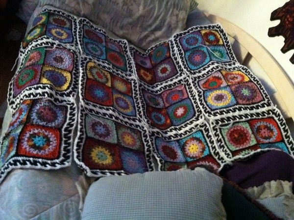 i really like the border she used around her sets of squares. looks like a greek key border pattern. found this photo only http://startingchain.com/page/2/  by  Kat Aguilar
