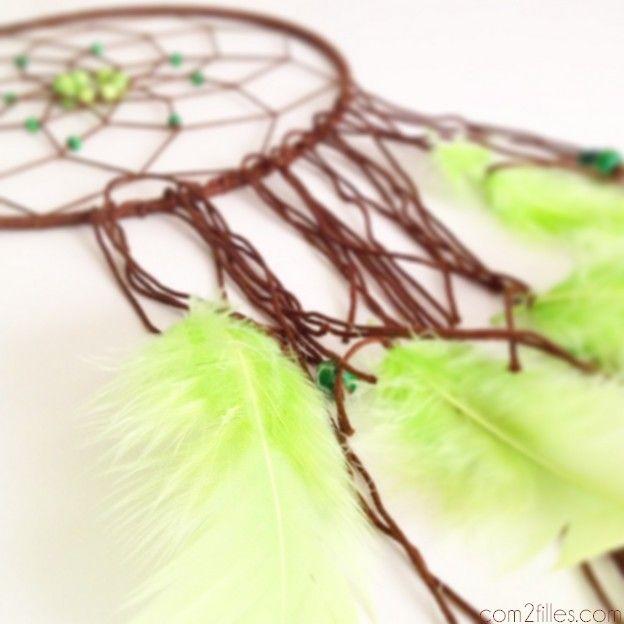 attrape r ves plumes perles et laine. Black Bedroom Furniture Sets. Home Design Ideas