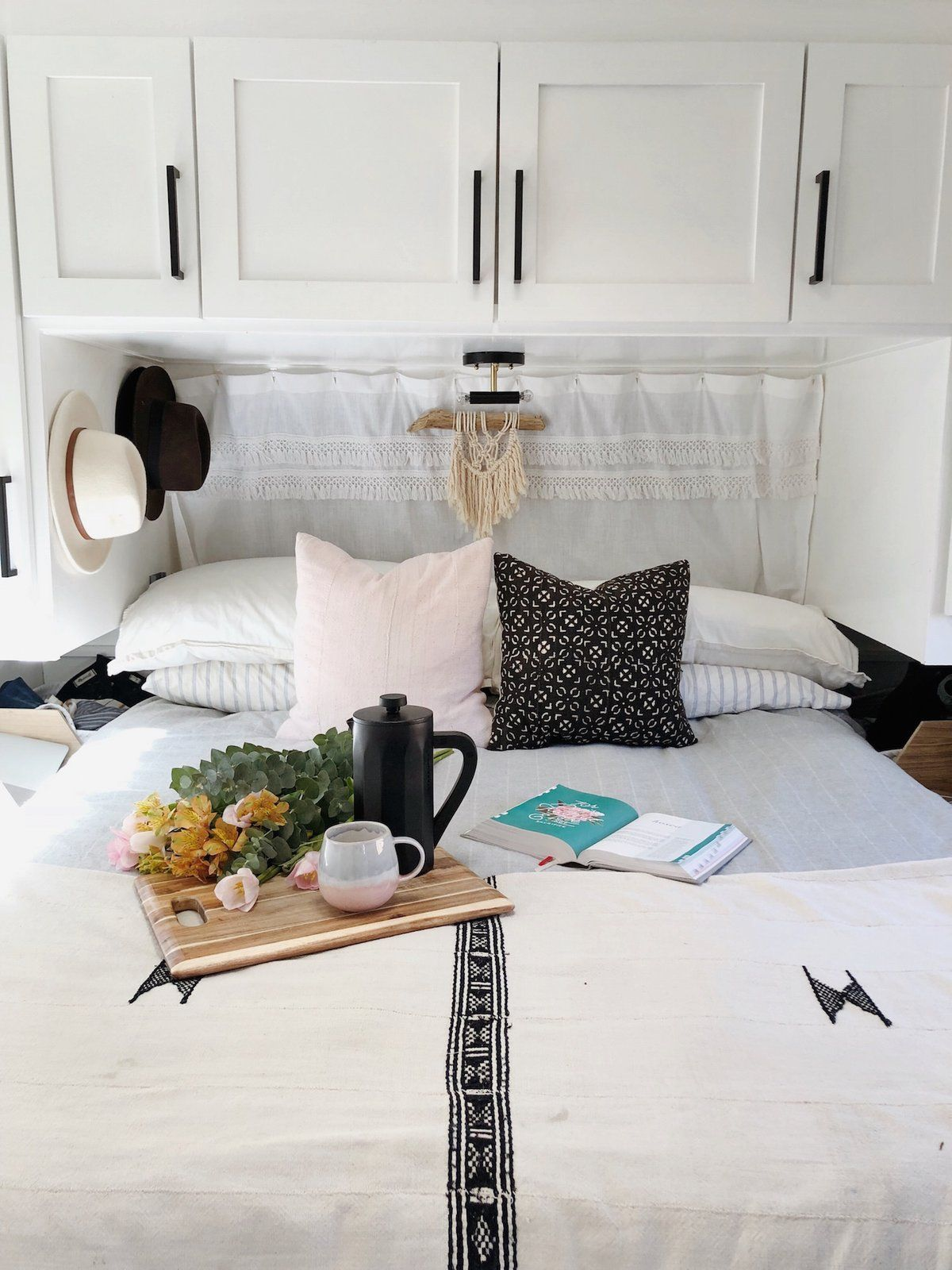 A Couple Spend 3k To Turn An Old Rv Into A Cozy Home For Five