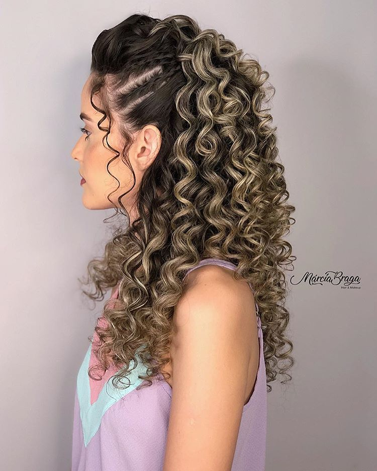Cute Curly Hairstyles For Quinceaneras Curly Red Hairstyles Curly Hairstyles Pics Curly Hairstyle In 2020 Curly Hair Styles Curly Hair Inspiration Long Hair Styles