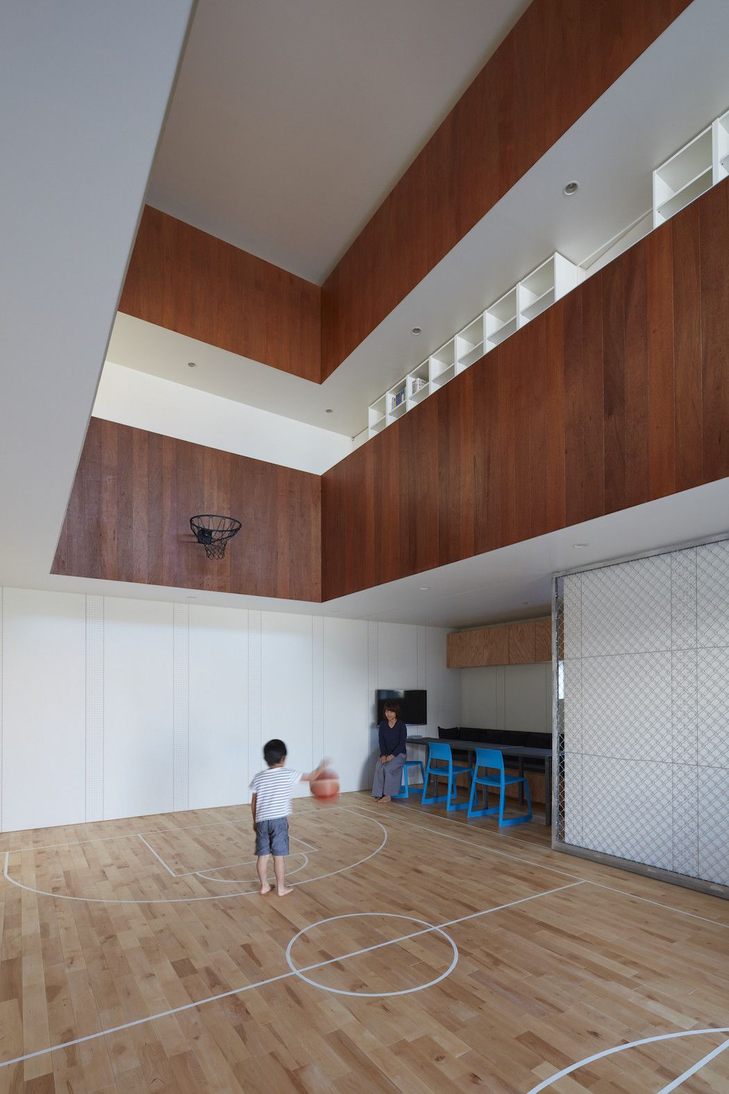 Koizumi Sekkei Placed A Basketball Court In A House Ignant Indoor Basketball Court Basketball Court Indoor Basketball