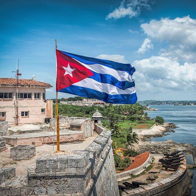 la habana cuba bandera cubana el morro havana harbor no story rh pinterest com