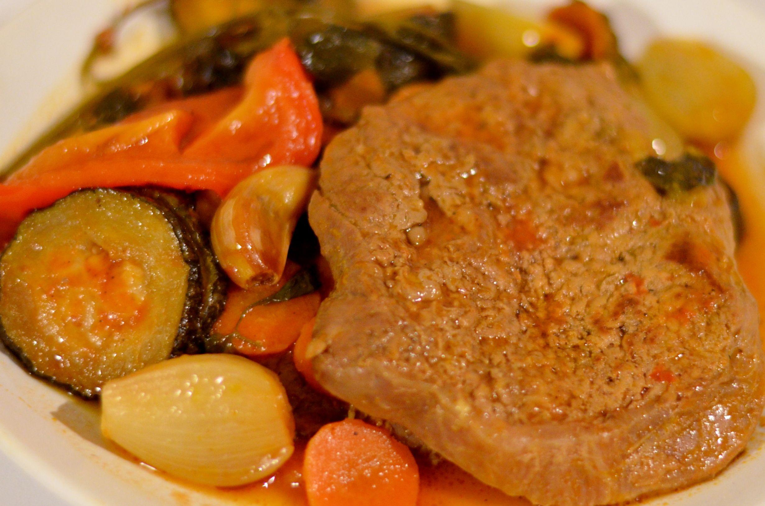 SEBZELİ BİFTEK (befsztyk z warzywami)  http://tureckieprzepisy.blogspot.com/2012/12/sebzeli-biftek-befsztyk-z-warzywami.html