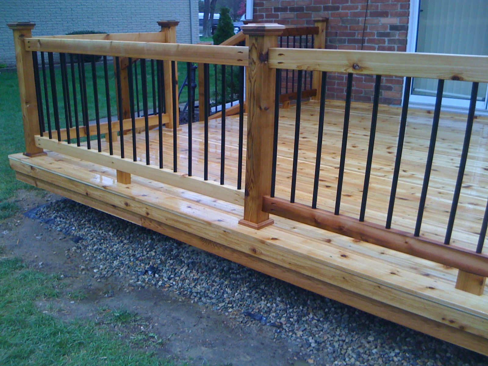 Railing and baluster ideas deckorators metal for Garden decking banister