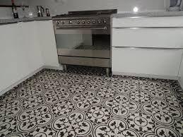 Znalezione Obrazy Dla Zapytania Plytki Podlogowe Mozaika Czarno Biala Cement Tile Tile Floor Wall Tiles