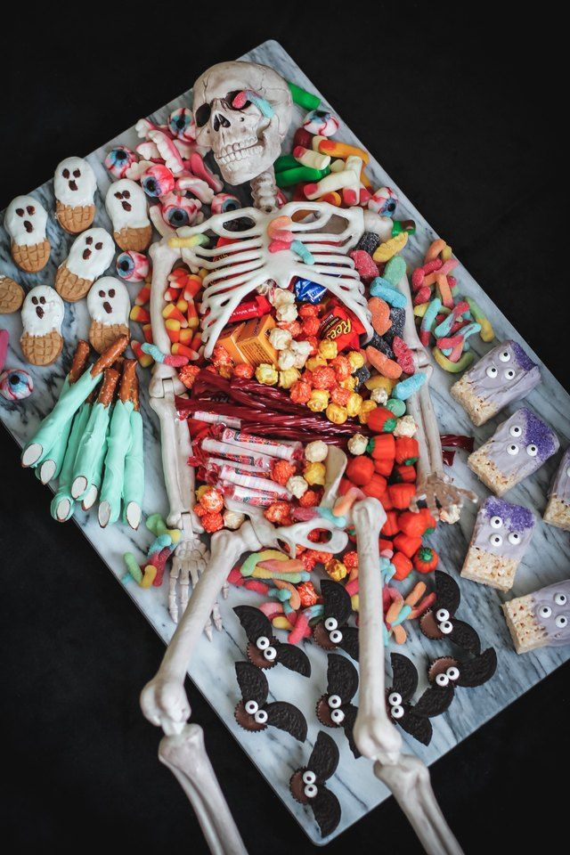 How to Make a Skeleton Party Platter | eHow.com #halloweendesserts