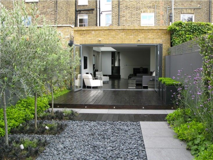 charlotte rowe black white london garden gardenista a small townhouse backyard into an extension of indoor space with a dark stained oak deck that matches