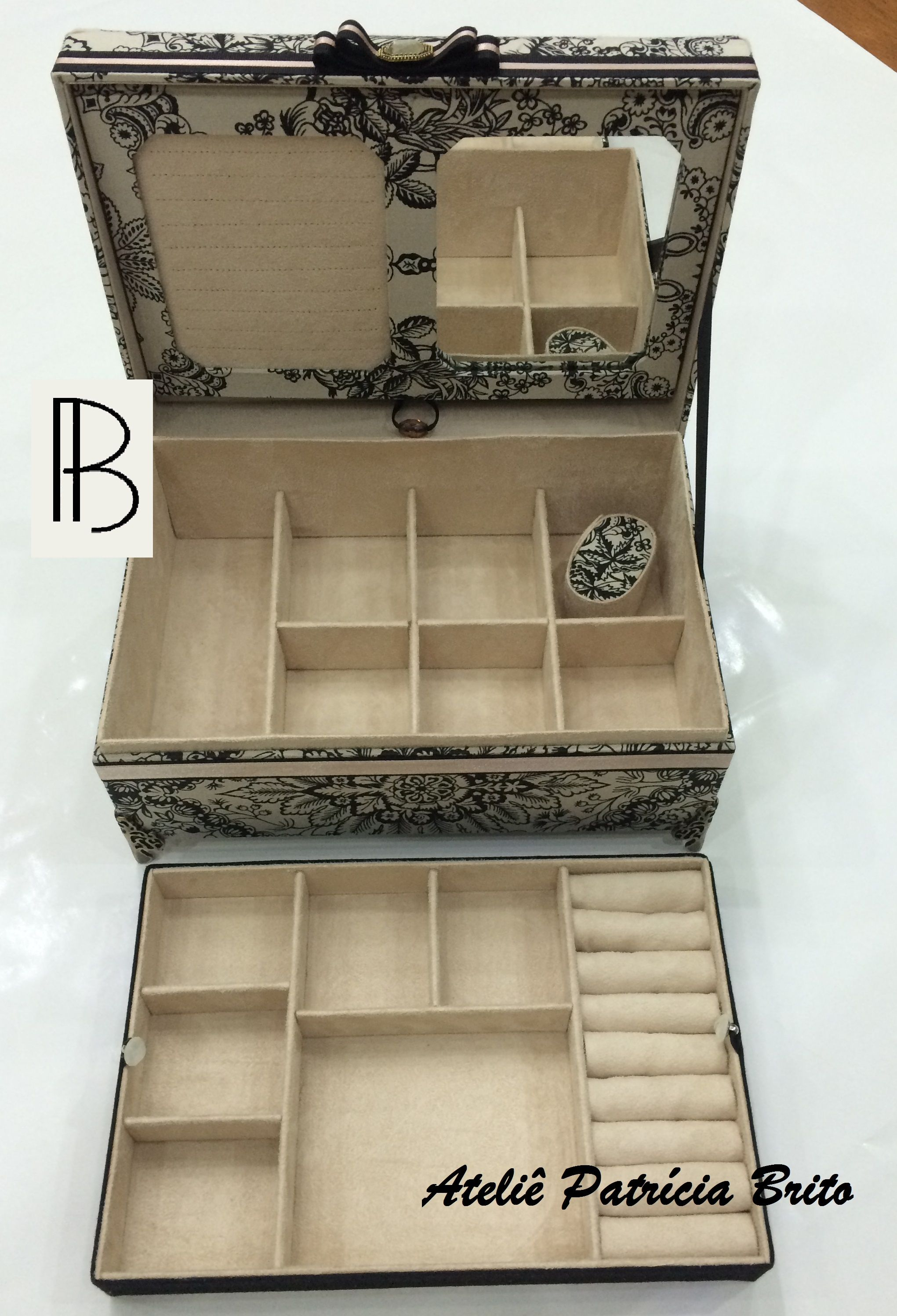 caixa baú- cartonnage- cartonagem- porta joias- box revestida em