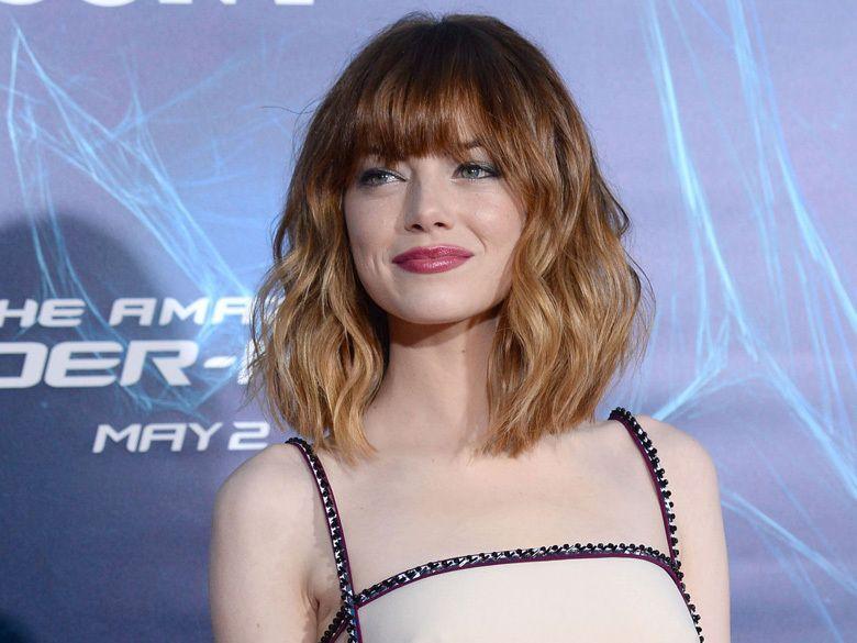 La nouvelle frange et l'ombré hair d'Emma Stone | Carré plongeant frange, Coiffure mi long et ...