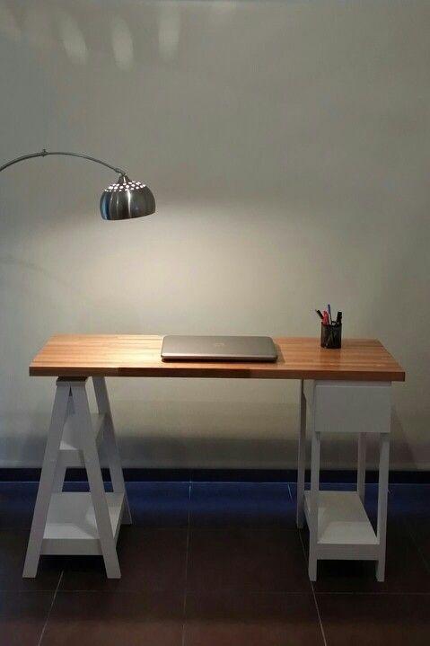 Escritorio / Finger Joint + Caballete con estantes + Base recta con cajón
