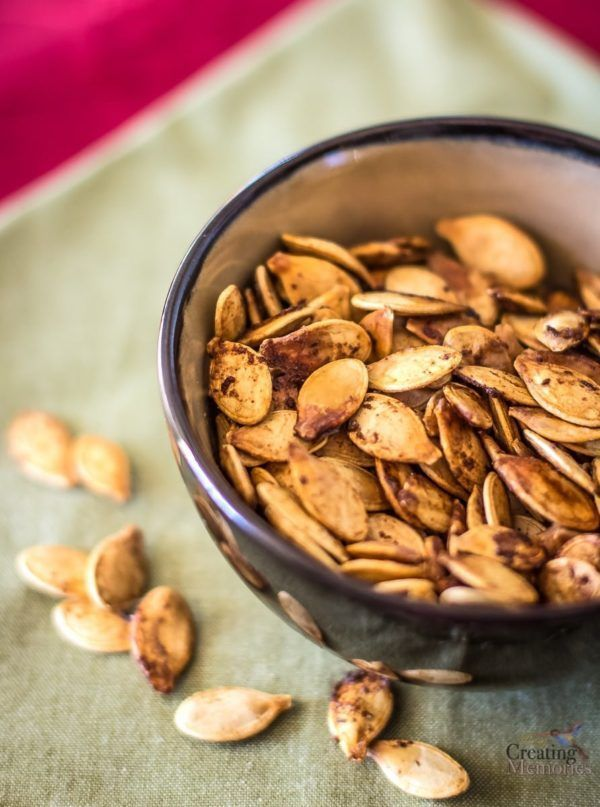 Roasted Pumpkin Seeds- Family Favorite Recipe and DIY Tutorial #roastedpumpkinseedsrecipe Don't waste the best part of the Pumpkin! Turn those pumpkin seeds into the best delicious baked snack with this simple Roasted Pumpkin Seeds recipe the entire family will love! Using the secret ingredient - Worcestershire Sauce to leave your mouth watering for more. #roastedpumpkinseeds Roasted Pumpkin Seeds- Family Favorite Recipe and DIY Tutorial #roastedpumpkinseedsrecipe Don't waste the best part of th #roastedpumpkinseedsrecipe