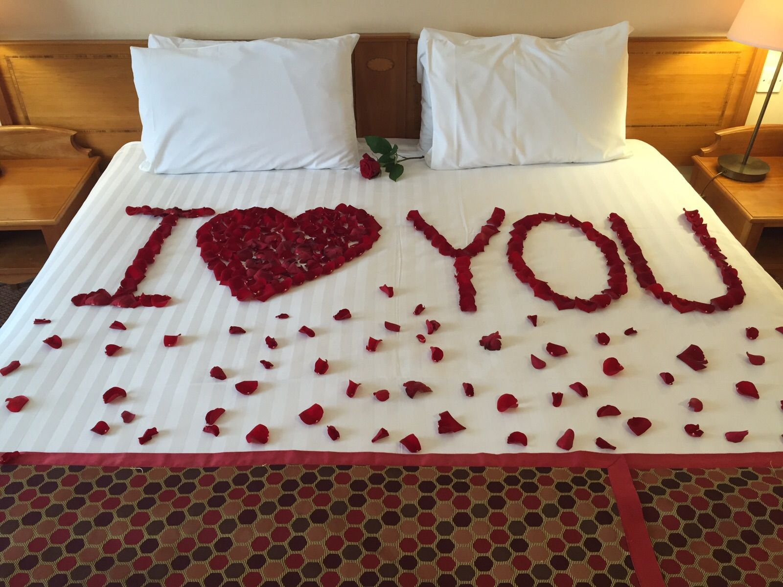 Pin By Candy On Romantic Night Home Diy Bed Pillows Rose Petals