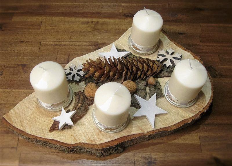 Adventskranz - Adventsgesteck Natur Holzscheibe Baumscheibe - ein Designerstück von CharLen-Dorit bei DaWanda #adventskranzaufbaumscheibe