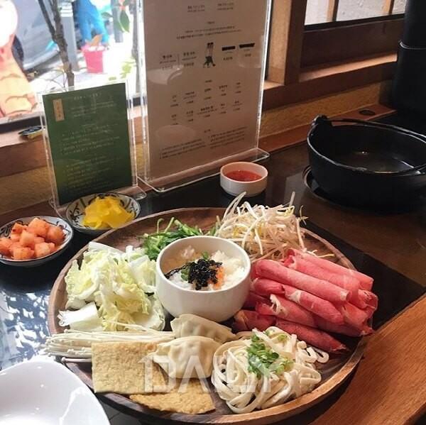 혼밥 OK, 취향 따라 즐기는 1인 샤브샤브 맛집 : 허브ZUM