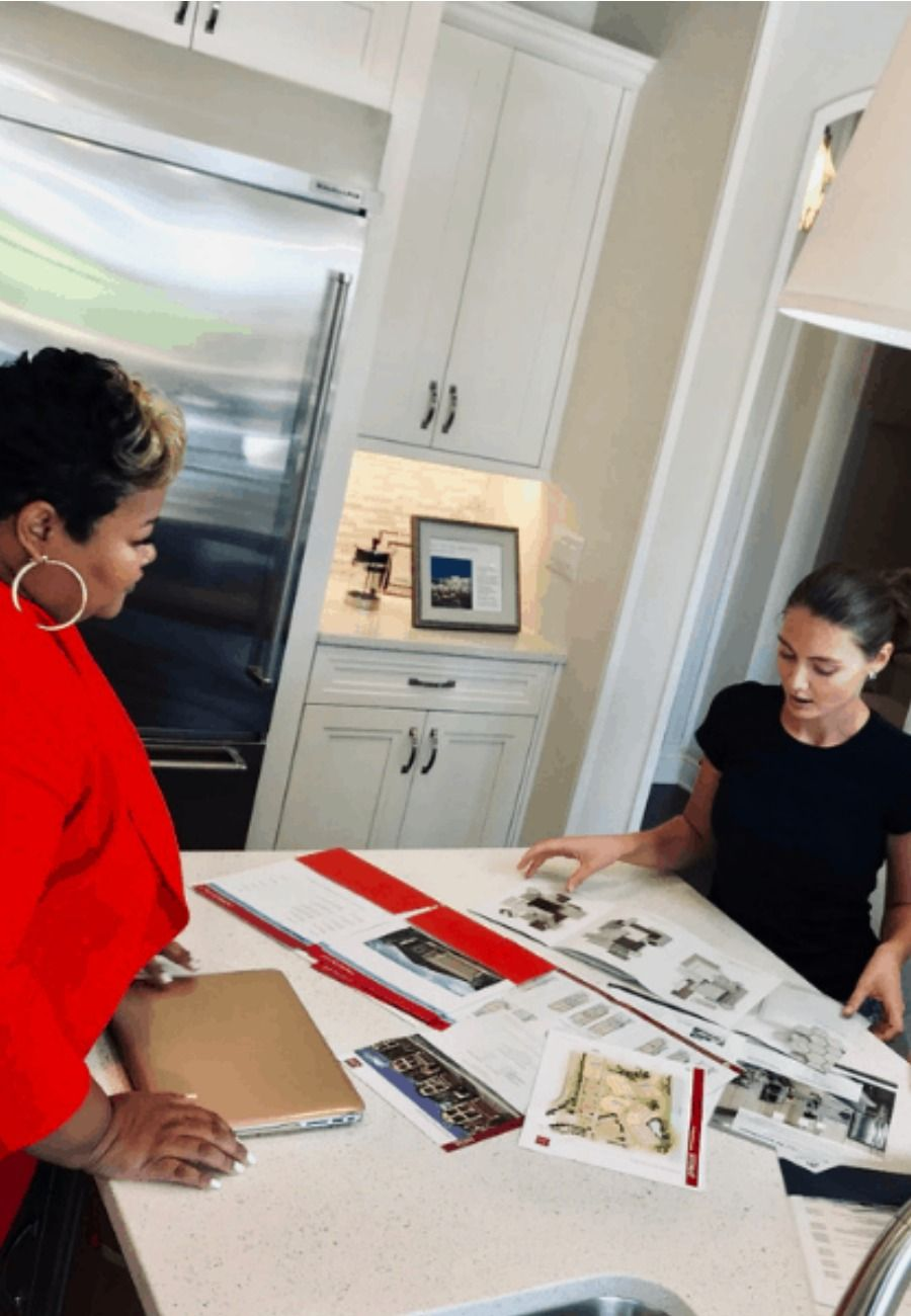 Here are 5 good reasons to hire a real estate agent that you might have not considered. This post shares 5 tips to choose a realtor when buying or selling your home. #realestate #orlando #realestateagent