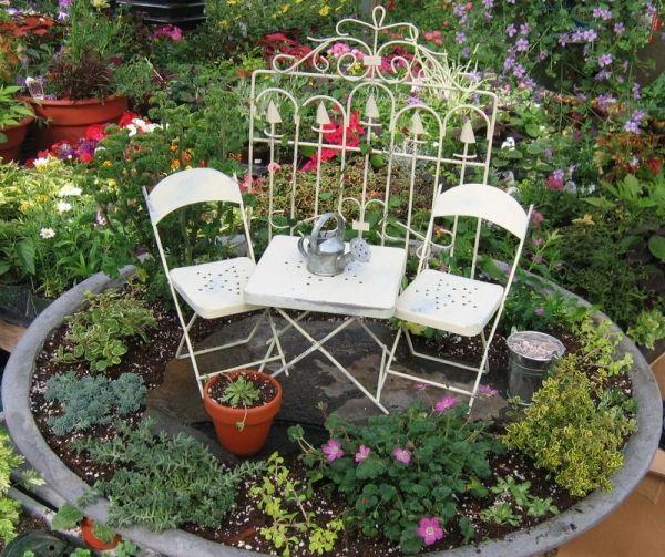 garten möbel kleine eimer töpfe Miniaturgärten Pinterest - kleine garten gestalten bilder