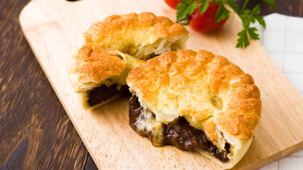 This beef red wine pie will melt in your mouth in 2020 ...