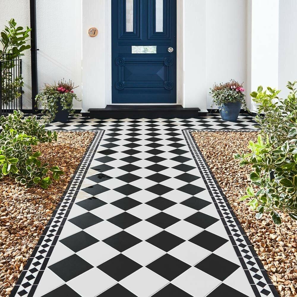 A Tile Sample for Gosford Victorian Black & White Border