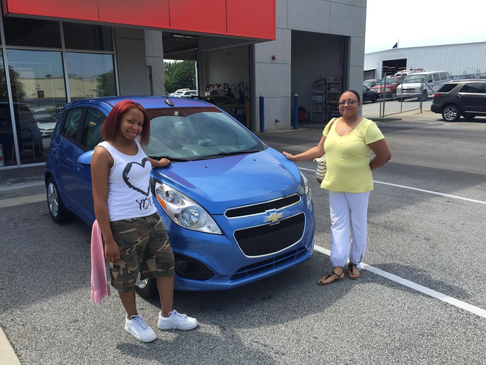 Shaunterria White reviews the 2014 Chevrolet Spark she purchased