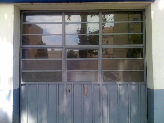 Porte garage verriere industrielle verri re pinterest for Type de porte de garage