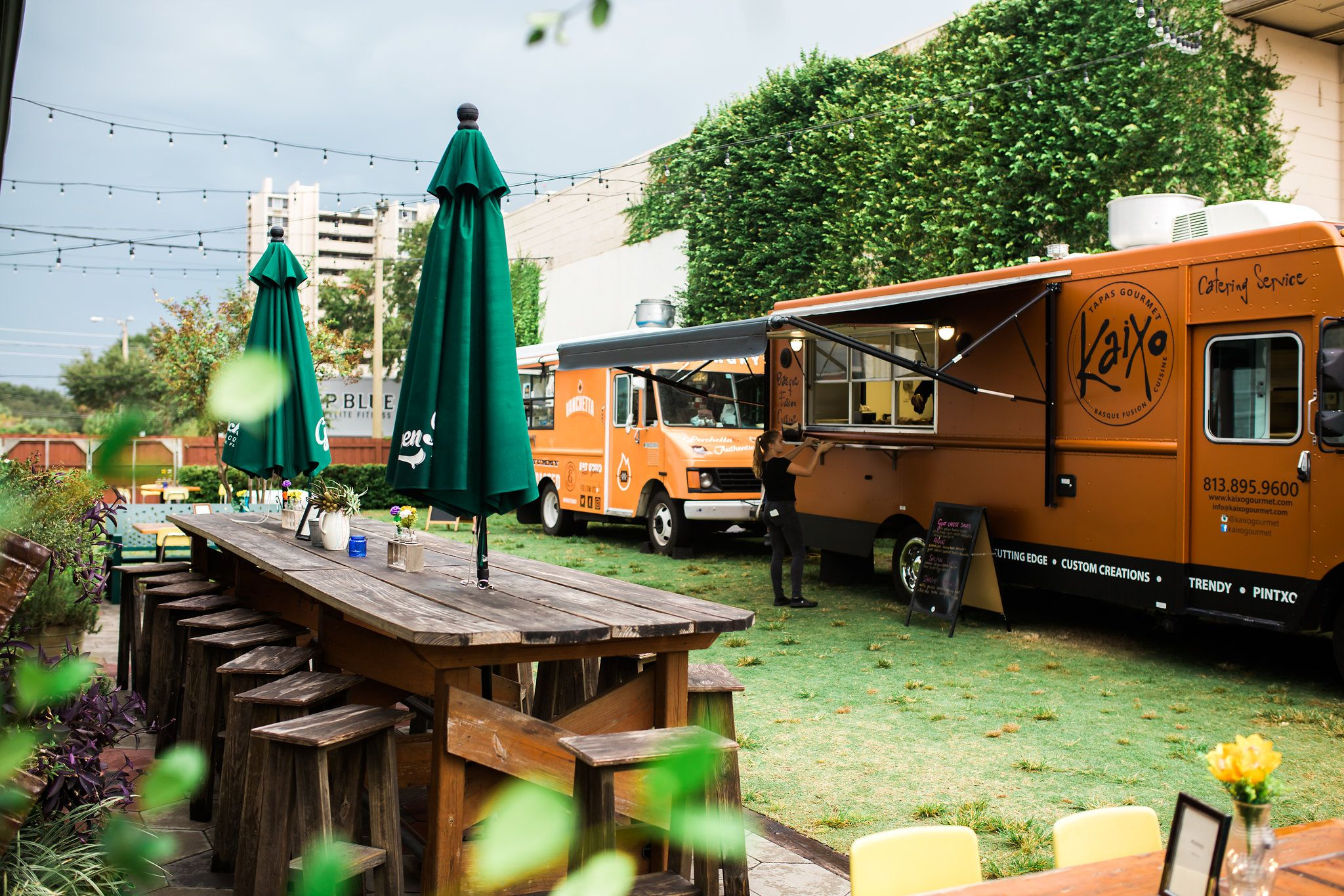 Bring Food Trucks To Your Event For Catering Food Truck Catering Event Food Food For Special Event