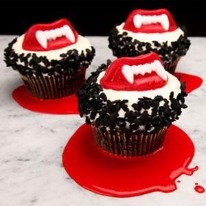 Vampire cupcakes. Very cute. rockiss: Vampcake :)