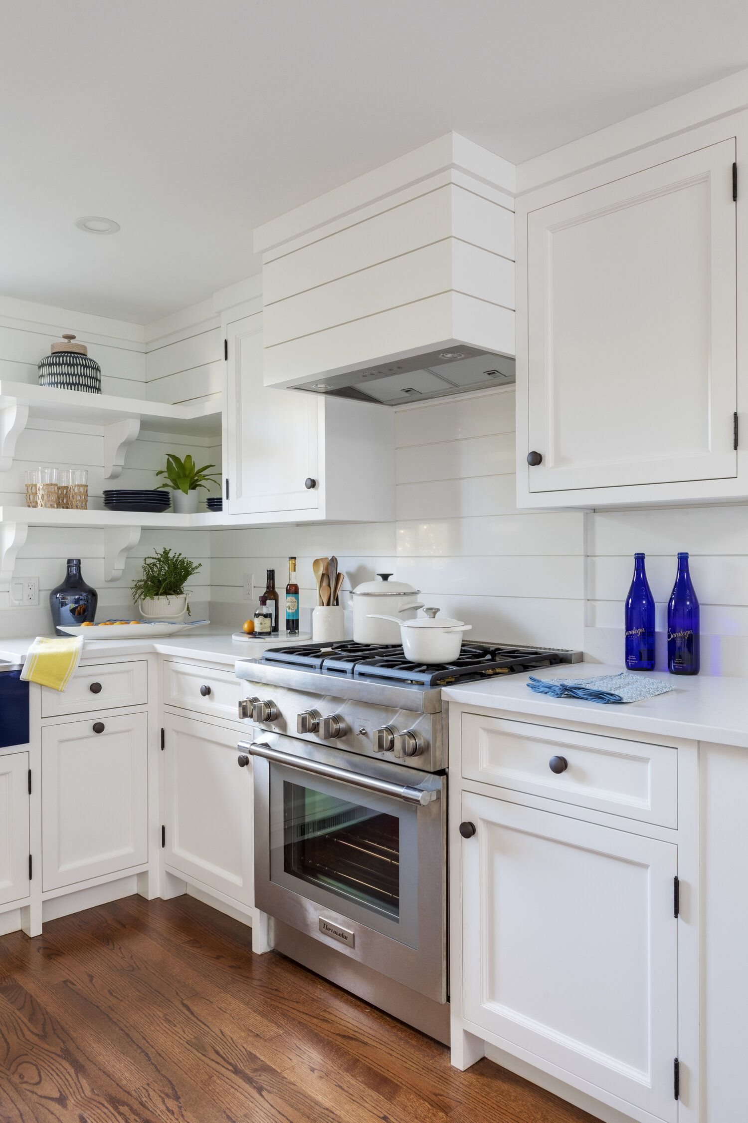Small Blue And White Kitchen Beach Cottage Lake House Beach House Interiordesign Homedecor Kitchen Decor Inspiration Kitchen Design Design Company