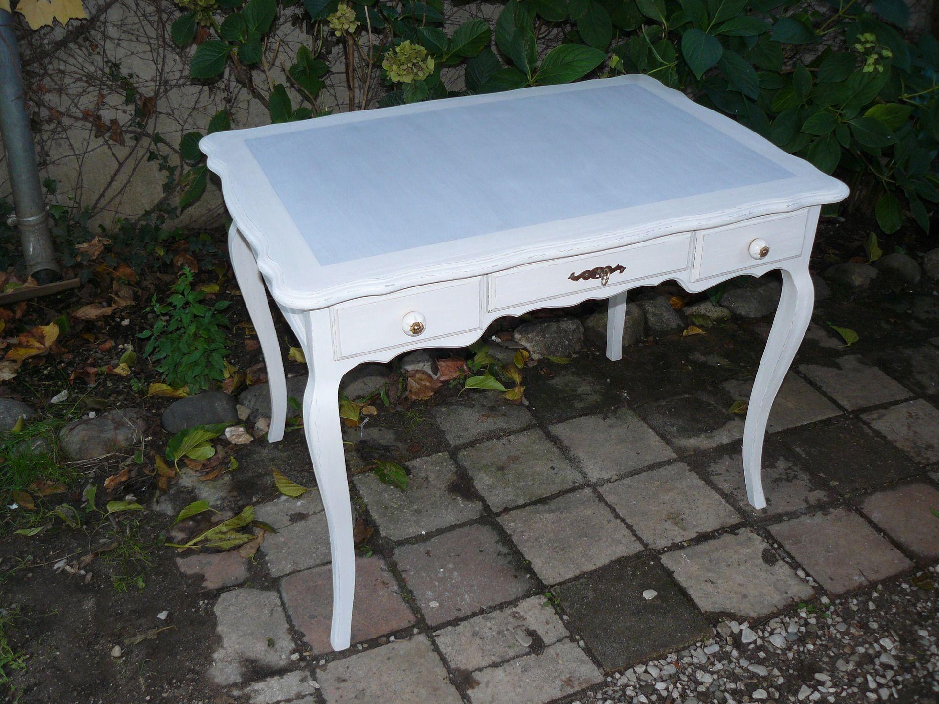 Bureau en bois peint en gris et blanc cassé patiné : meubles et