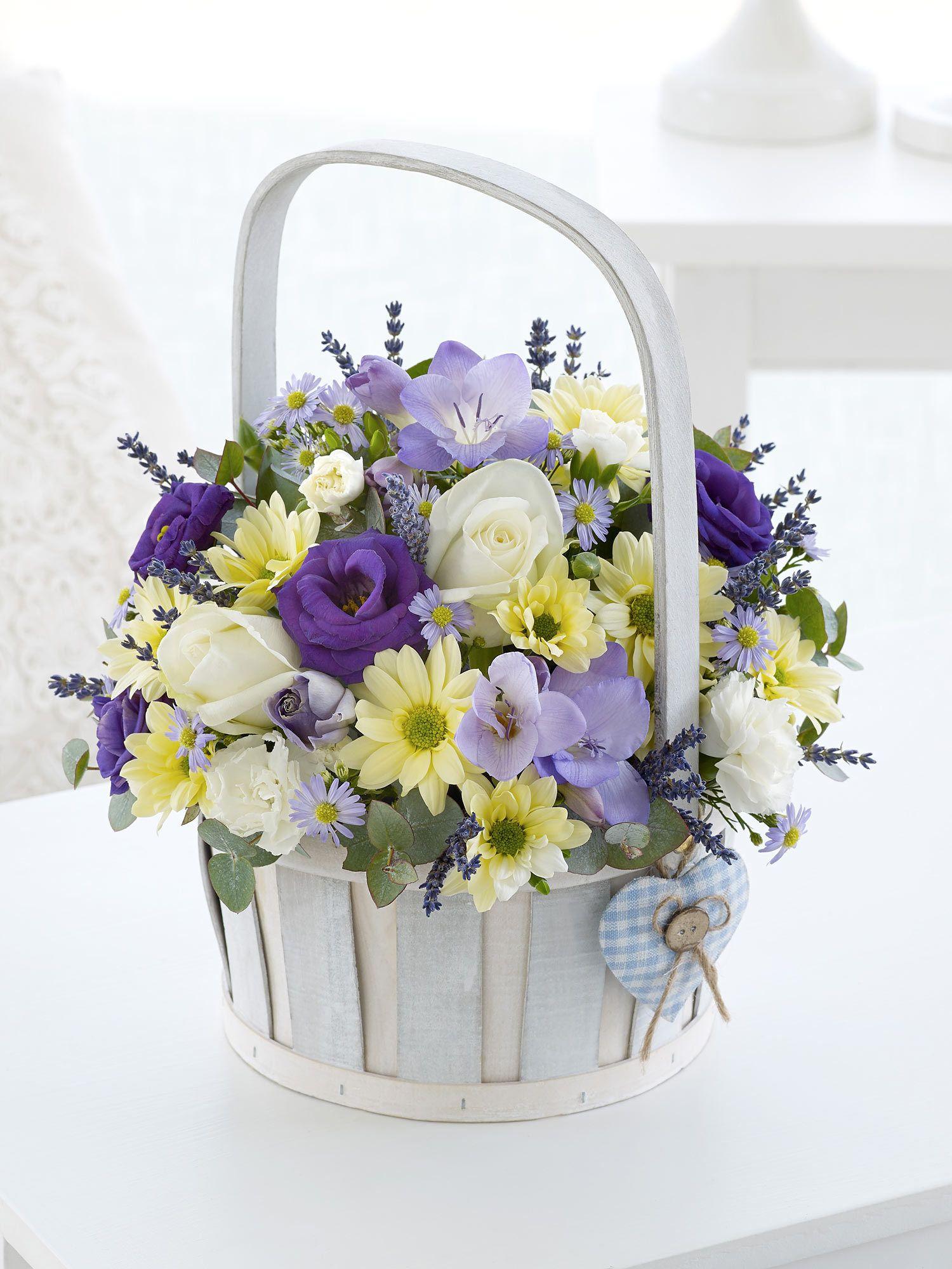 Baby Boy Basket Interflora Virágcsokrok, Virágkötészet