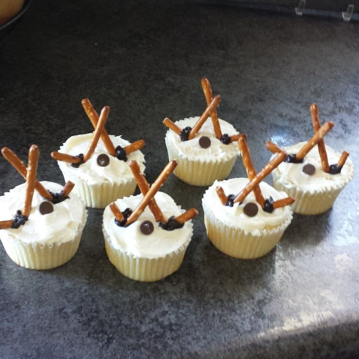 cupcake recipes for bridal shower%0A Hockey Themed Cupcakes  Recipe  momma in flip flops