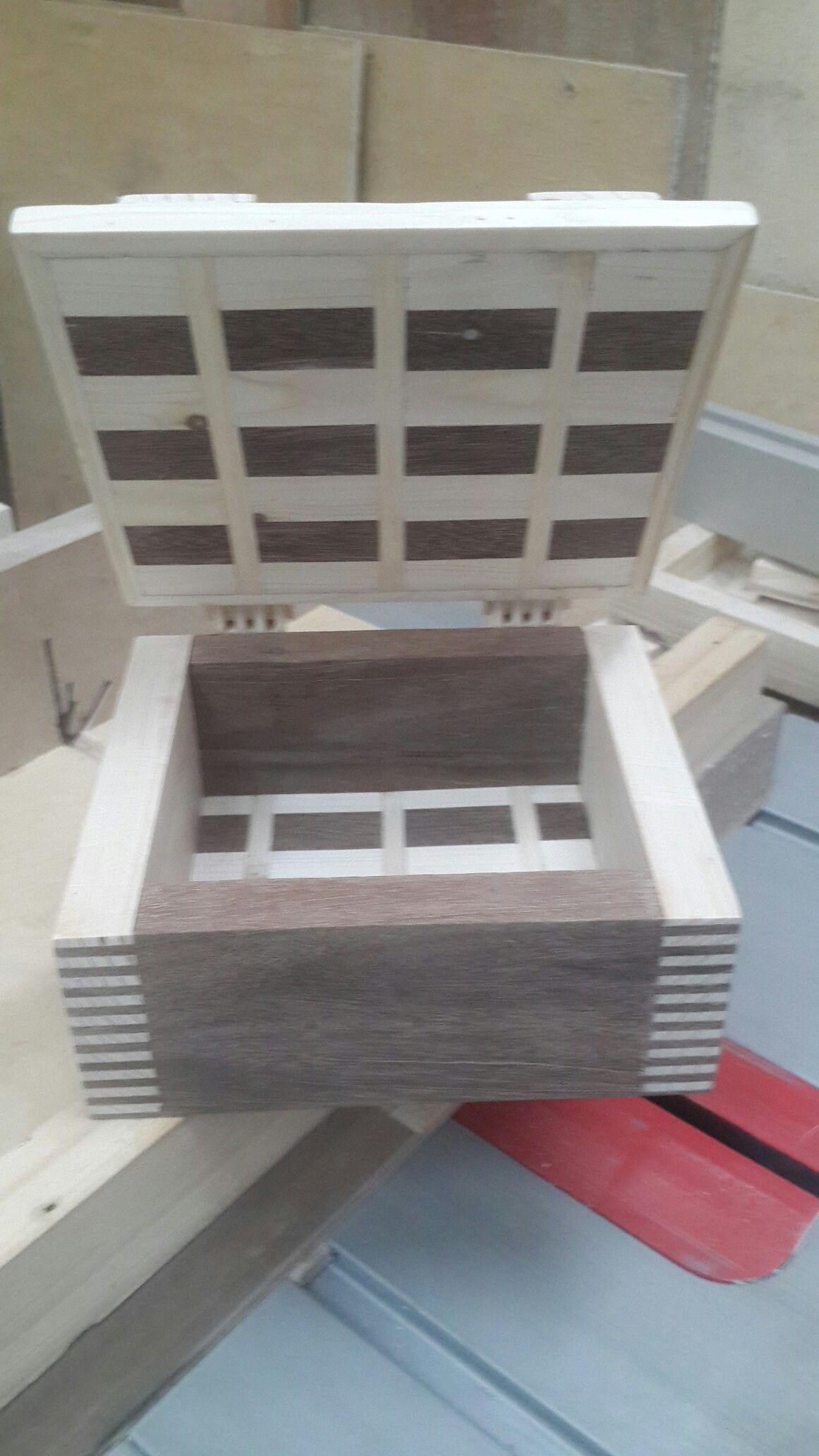 Pin di Alun su box Ceramica