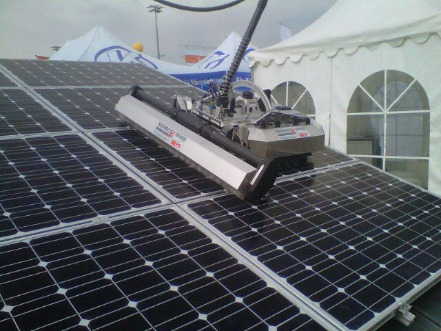 Japanese Startup Comes Up With An Innovative Robot To Clean Solar Panels Wolle Kaufen