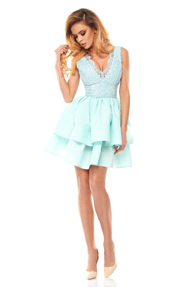 13f1f8468e Šaty s krajkovým korzetom sú vyrobené z veľmi elegantnej látky. Spodná časť  šiat sa skladá