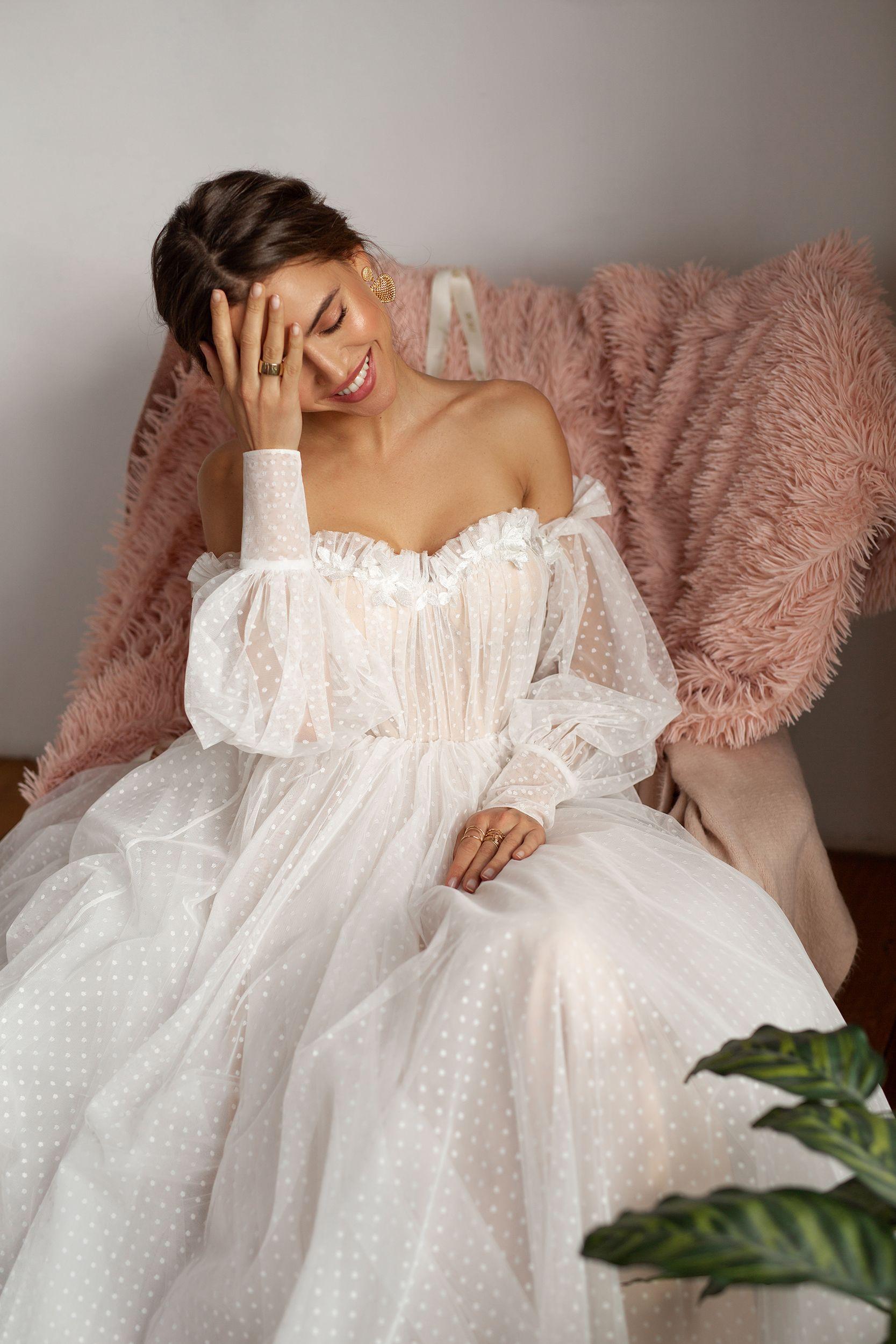 Mesh Wedding Dress Trained Light Reception Dress Romantic Rustic Bride Bohemian Off Shoulder Dress Delicate Sweetheart Bridal Gown In 2021 Sweetheart Bridal Gown Wedding Dress Train Wedding Dresses