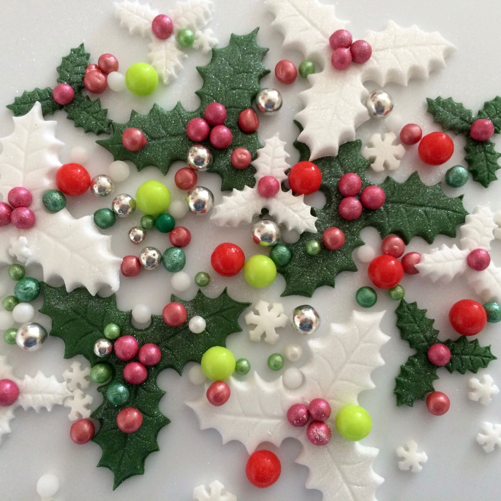 CHRISTMAS HOLLY WREATHS Edible Sugar Paste Flowers Cup