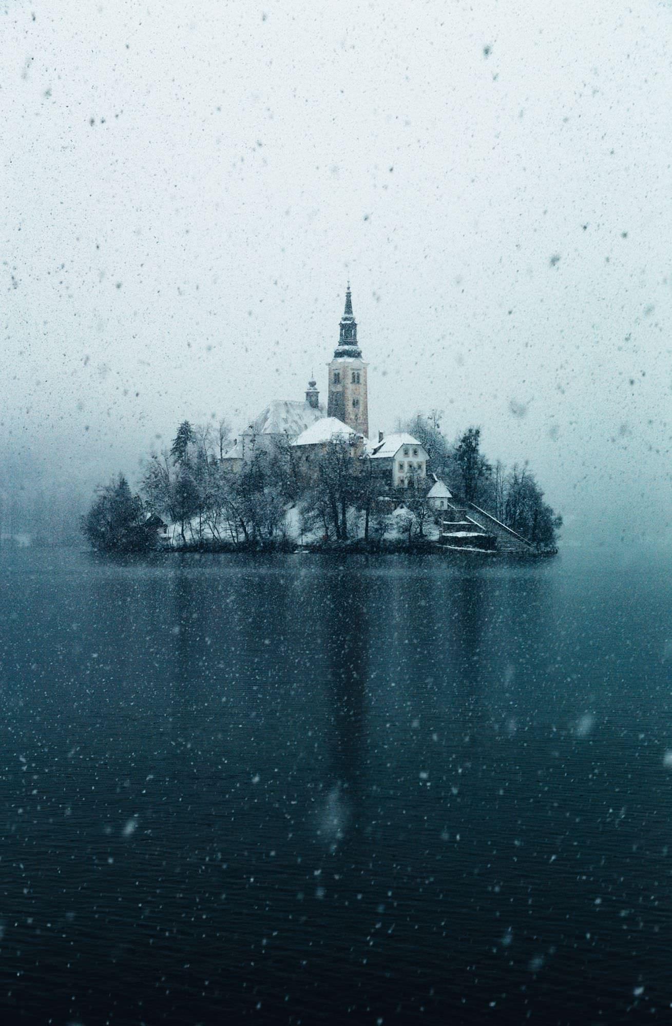 Life inside a snow globe OC Lake