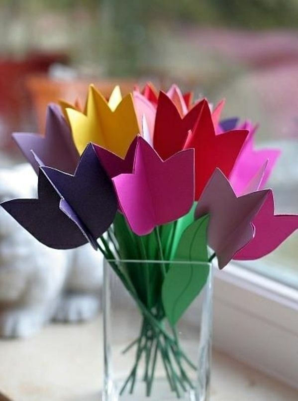 Tischdeko frühling basteln mit kindern  diy dekoideen frühlingsdeko basteln mit kindern farbige tulpen ...