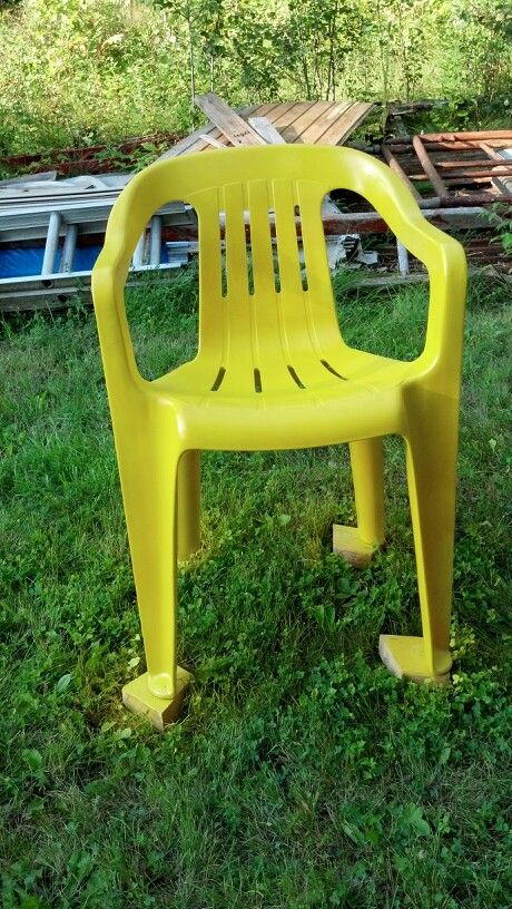 old white resin chair that was all stained and nasty used plastic rh pinterest com
