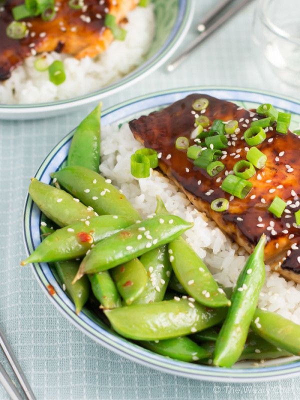 This quick and easy salmon teriyaki recipe tastes like it came from your favorite Japanese restaurant! #salmonteriyaki