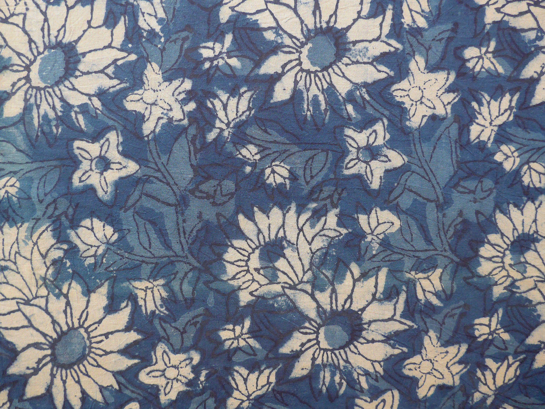 Weisse Margeriten Auf Indigoblau Stoff Blockprint Stoff Indien Indischer Baumwollstoff Ethno Boho Pflanzenfarben Stoff Meterware Stoff Tapestry Textiles Decor