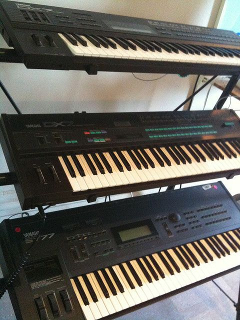YAMAHA DX7 and SY77