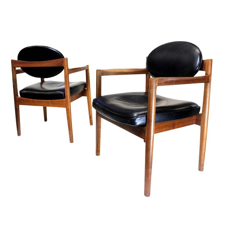 Brilliant Pair Of Mid Century Modern Black Leather Oval Back Armchairs Inzonedesignstudio Interior Chair Design Inzonedesignstudiocom