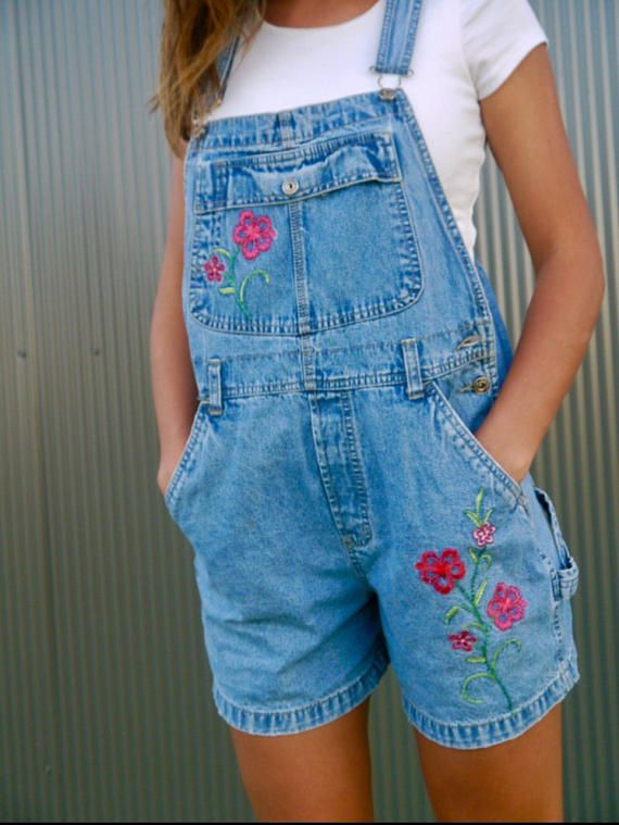 Route 66 vintage short overalls with flower embroidered details on front. Tag Size: Medium Actual Size: AU8-10 Measurements:  Waist: 98cm Hips: 108cm Inner leg seam: 12cm